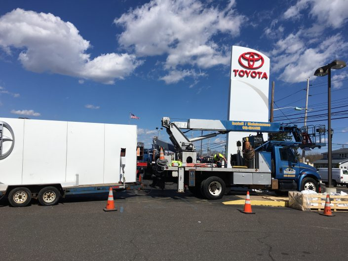 Aerial Signs and Awnings 509-705x529 Installation